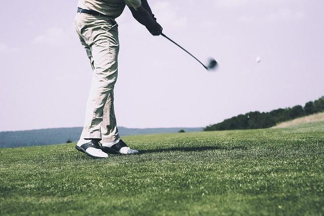 un joueur de golf