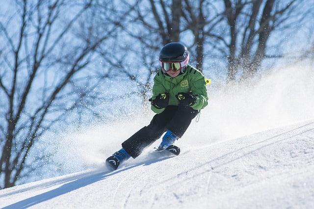 enfant qui ski bien