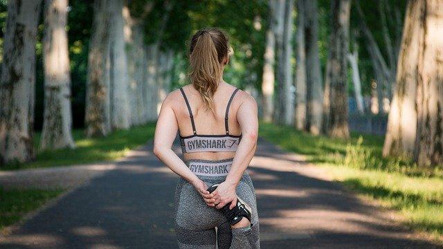 femme débutant un footing